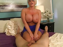 BUSTY AUNT GIVES GREAT HANDJOB!!!