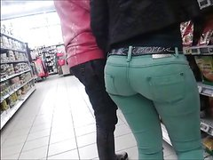 sexy tight ass, in strechted jean, teen ass candid