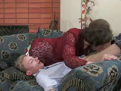 1-Guy drills randy cd on a couch - xHamster.com.MP4