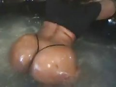 Hot tub ass shaking beautiful black ass
