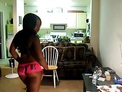 Black girl twerk & flash