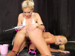 Squirting loving blonde lesbians ass fun
