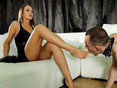 Hot russian mistress gets worshipped