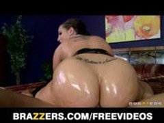 Spandex clad Kelly Divine oils up her big-ass for anal