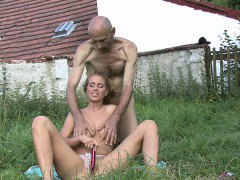 Old man pleases his son\'s cheating gf outdoors