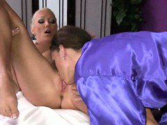 Lesbo masseuse babe loves muff diving
