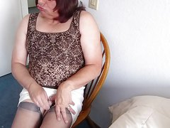 Getting Horny I squirted sissy juice on my nylons