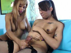 Ebony tranny TS cumming after being jerked