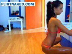 Latina Gets Oiled Up On Webcam