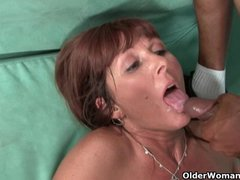 Hot milf Desi Foxx gets a facial