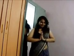 Indian wifey shows her tits every chance she gets