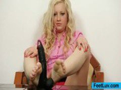 Chubby blonde Jennifer sexy feet show
