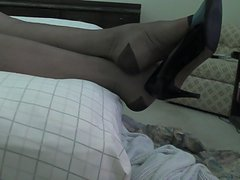 Heels, vintage RHT stockings, feet wiggle while I jerk off.