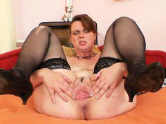 Hot natural big boobed amateur housewife satisfies herself