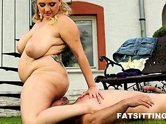 Huge-boobed BBW in unforgettable facesitting session