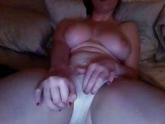 GIRL WATCHING PORN AND MASTURBATING