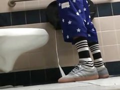 Str8 spy black guy in public toilet