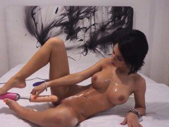 Bodacious brunette camgirl makes herself cum with sex toys