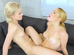 Blonde Dykes Make Each Other Squirm And Squirt