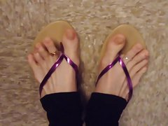 Sandals with toe rings on and black leggings