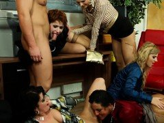 Stockinged piss babes empty bladder in group