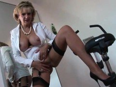 Cheating british mature lady sonia presents her large boobs