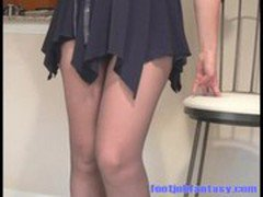 Daisy wears black pantyhose and pumps your interest with this teasing video