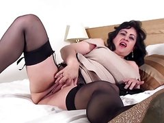 Booty mature mom having sex with toy