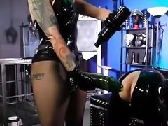 Latex Lady ass-play with her latex slave
