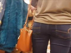 CANDID TEEN SHOPPING WITH MOM