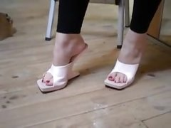try-out reverse heel mules