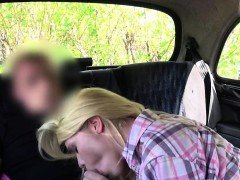 Fake taxi driver tastes blondes ass