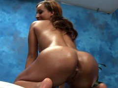 Pretty eighteen year old gets screwed hard by her massagist