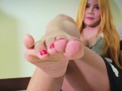 Teen shemale showing pedicure feet