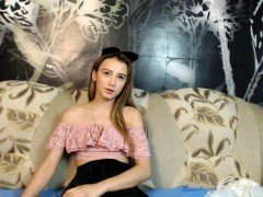Pretty Redhead Teen Girl Getting Naked On XXX Webcam