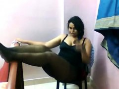 Fat bottomed Indian strips and teases on webcam