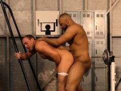 Hunk gets fucked with bbc