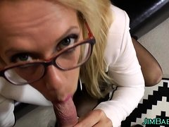 Hot amateur blows pervert