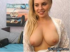 College Girl Shows Boobs on Webcam