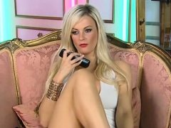 Sexy Blonde dances and masturbates toys live webcam