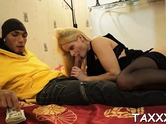 Topnotch teenie is horny to show off her pussy to an agent