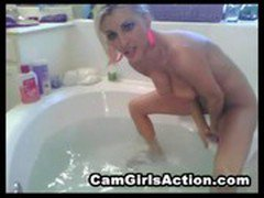 Amateur cam girl masterbating in the bath