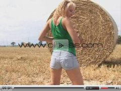 Teen Masturbate outdoor on a Field