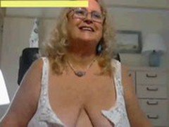 Mature Woman Show BIG Tits Webcam