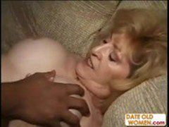 Mature lady next door gets her old hole plugged