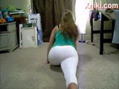 Booty Shake White Teen Gives Special Treat at End - Xniki.com