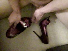 Masturbating and cumming on high heels 14