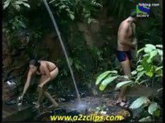 Model Negar Khan Taking Bath (Iss Jungle Se Mujhe Bachao)