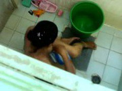 bathing aunty caught in_cam