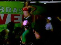 Piranha fazendo strip no bar / Brazilian bitch making strip tease on the table